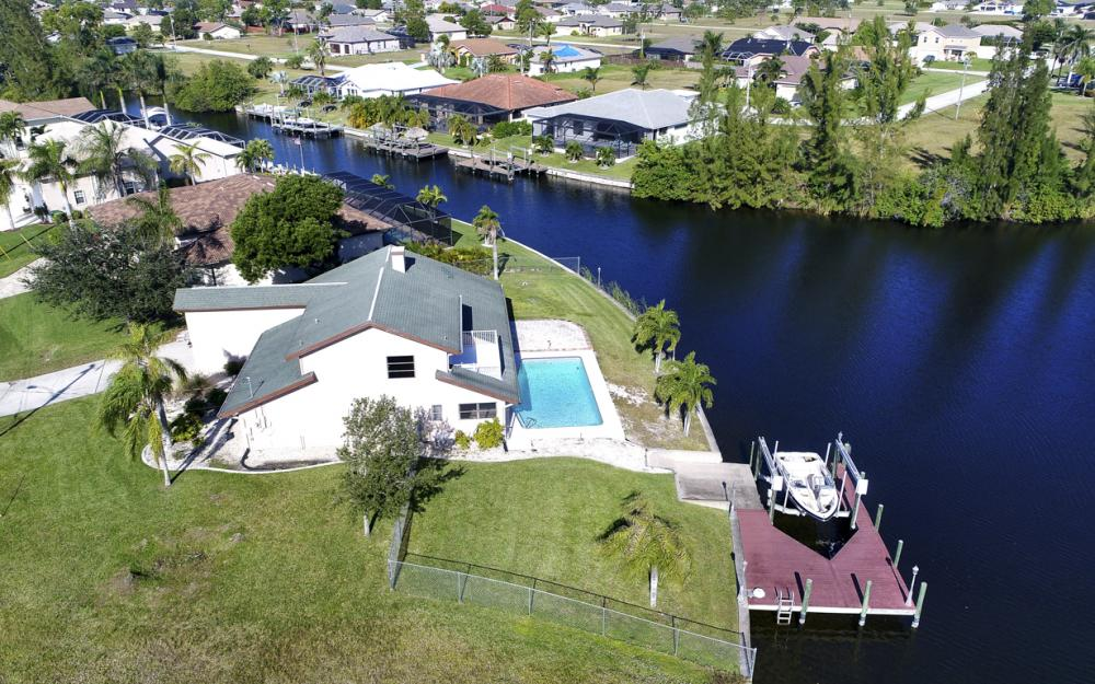 1717 SW 41st St, Cape Coral - Home For Sale 2069817083