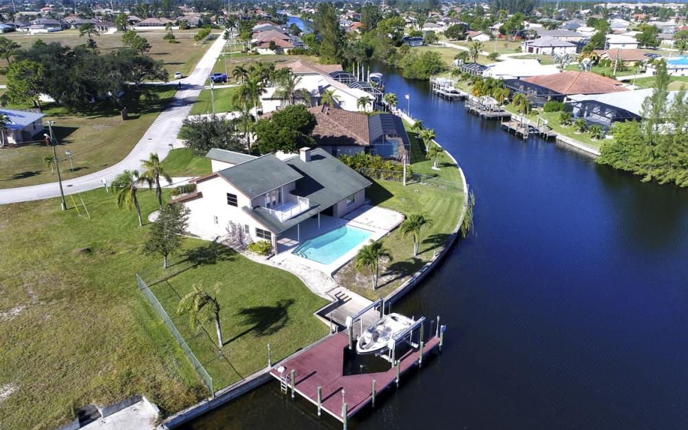 1717 SW 41st St, Cape Coral - Home For Sale 666051765