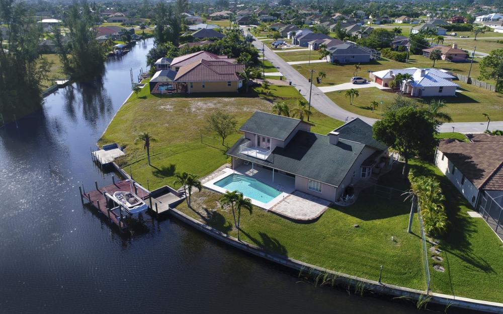 1717 SW 41st St, Cape Coral - Home For Sale 711185886