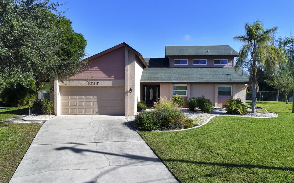 1717 SW 41st St, Cape Coral - Home For Sale 472847192
