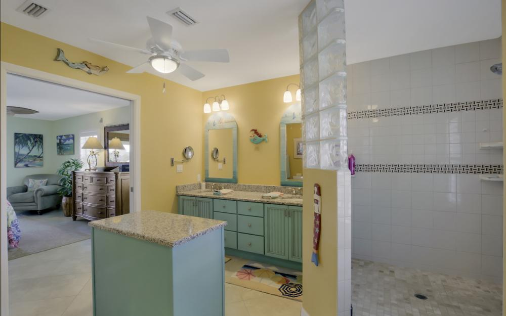 4865 Regal Dr, Bonita Springs - Home For Sale 1557605458