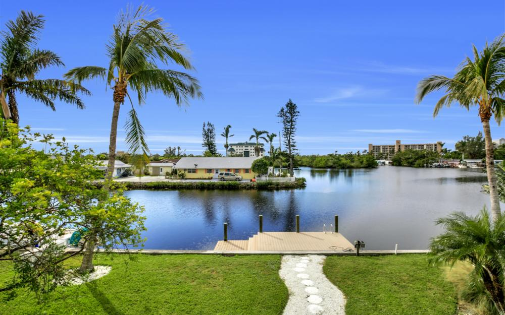 4865 Regal Dr, Bonita Springs - Home For Sale 238329171