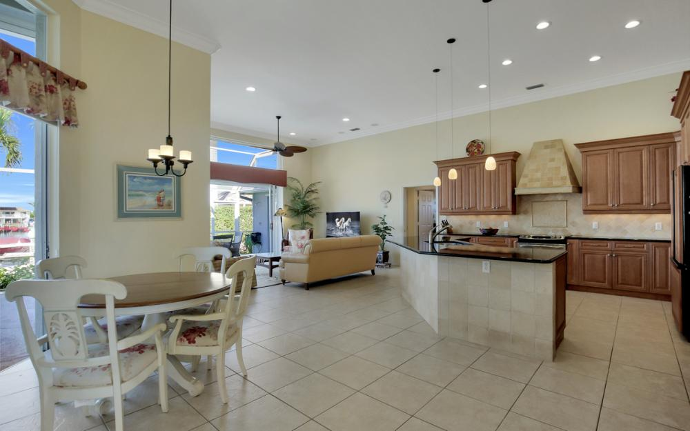 1050 Coronado Ct, Marco Island - Home For Sale 68395953