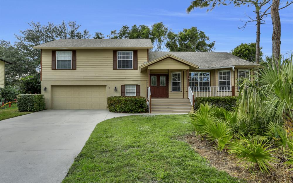 519 Chatham Cir, Naples - Home For Sale 811376179
