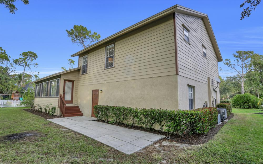519 Chatham Cir, Naples - Home For Sale 1947468437