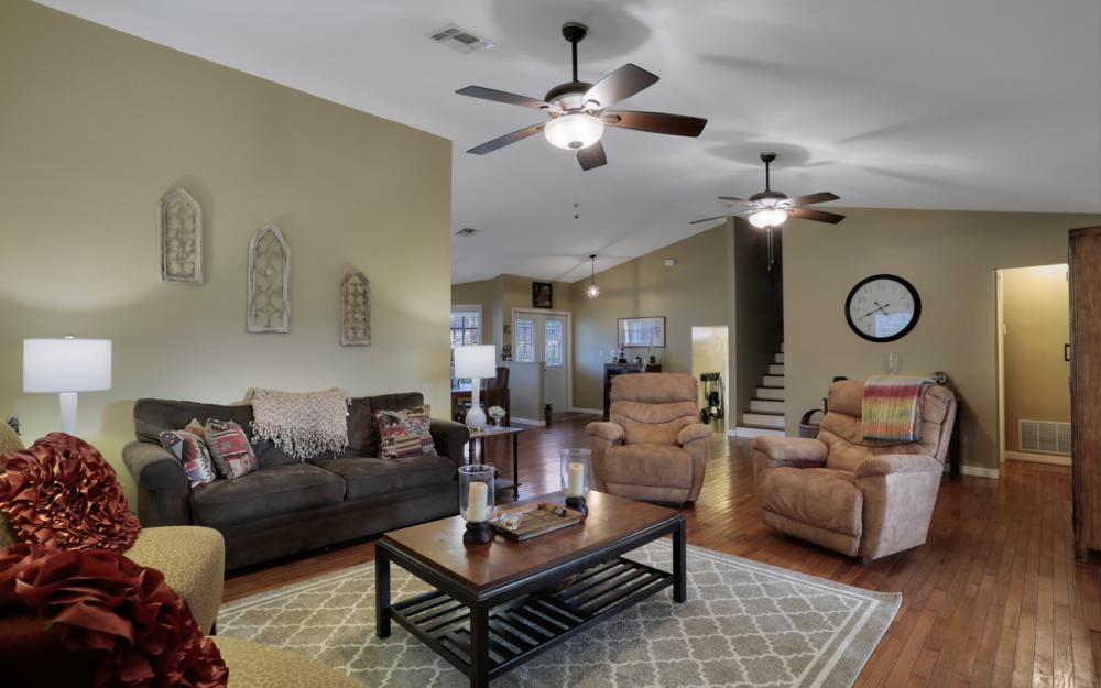519 Chatham Cir, Naples - Home For Sale 428902216