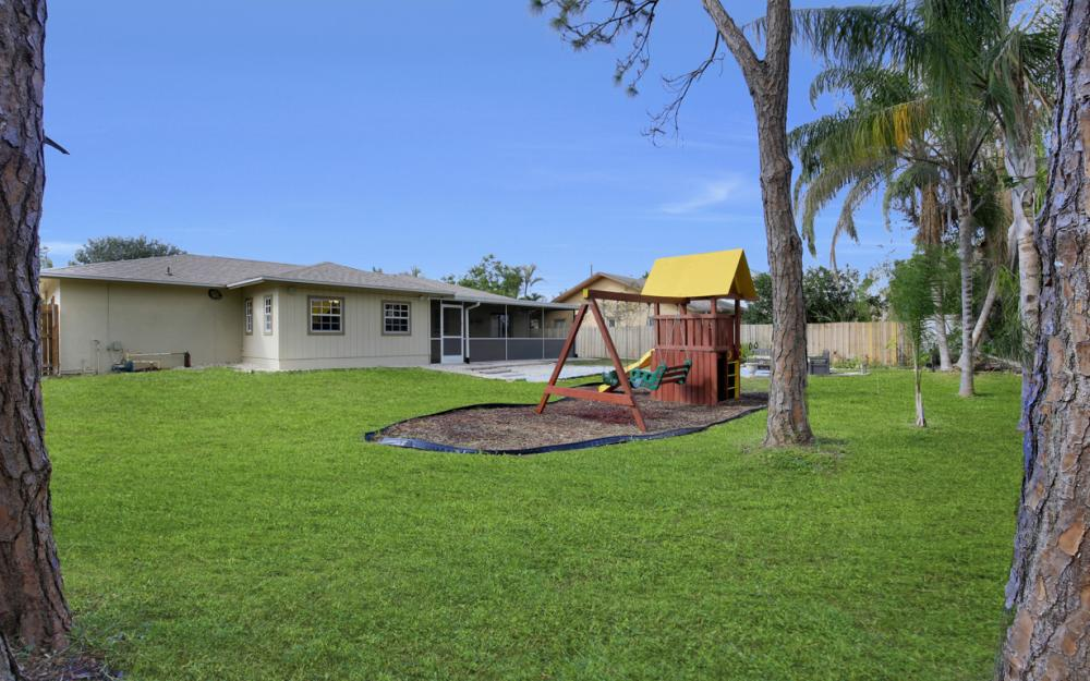 19105 Murcott Dr W, Fort Myers - Home For Sale 1173377833