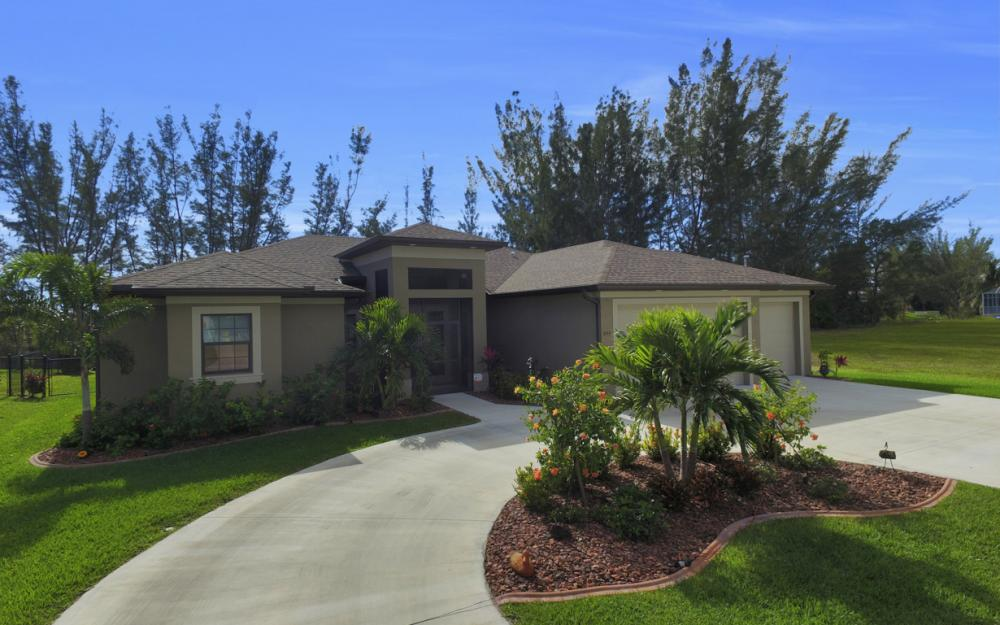 844 SW 23rd St, Cape Coral - Home For Sale 2099685316