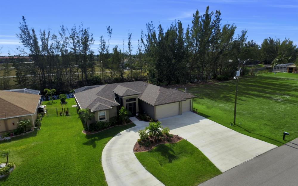 844 SW 23rd St, Cape Coral - Home For Sale 1677988804