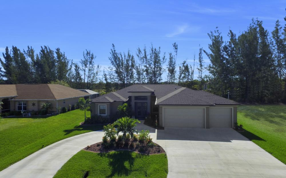 844 SW 23rd St, Cape Coral - Home For Sale 141925262