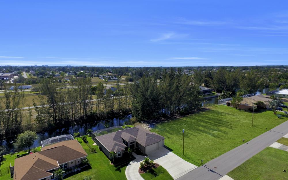 844 SW 23rd St, Cape Coral - Home For Sale 1814261839