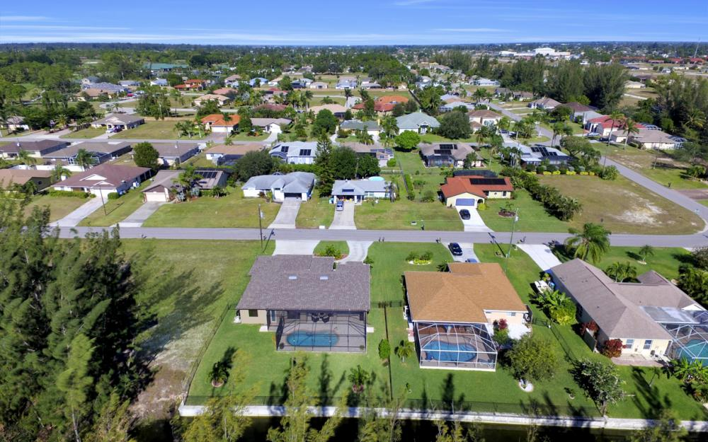 844 SW 23rd St, Cape Coral - Home For Sale 515358096