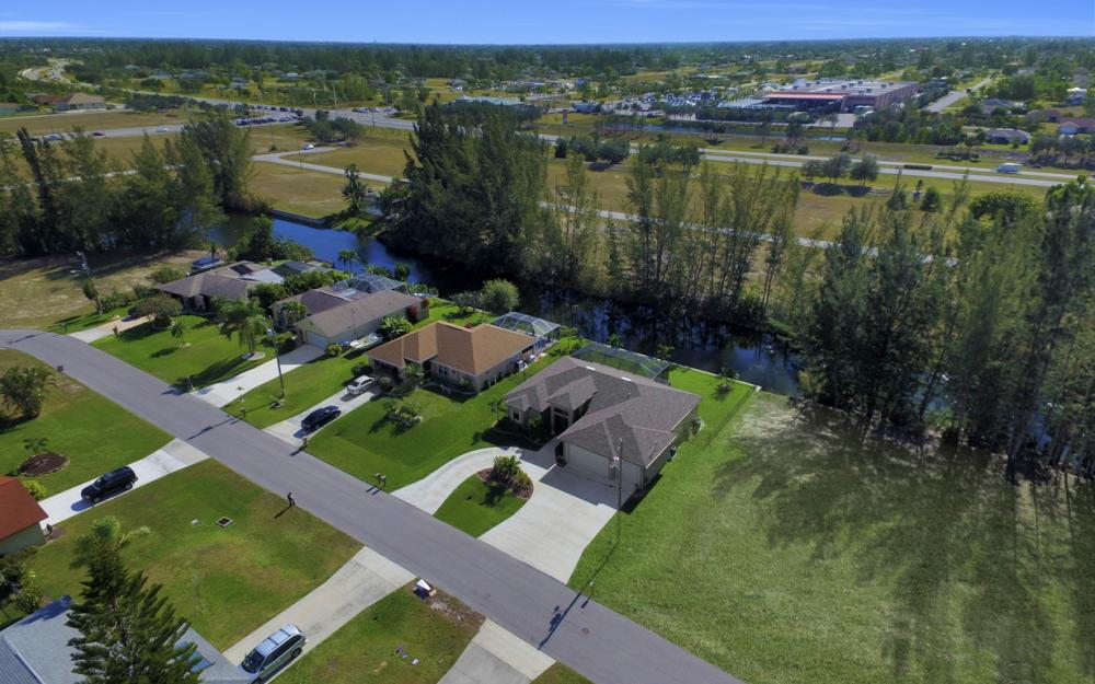 844 SW 23rd St, Cape Coral - Home For Sale 494191197