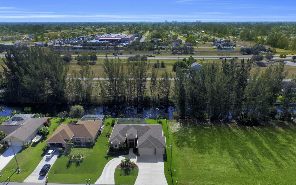 844 SW 23rd St, Cape Coral - Home For Sale 186922276