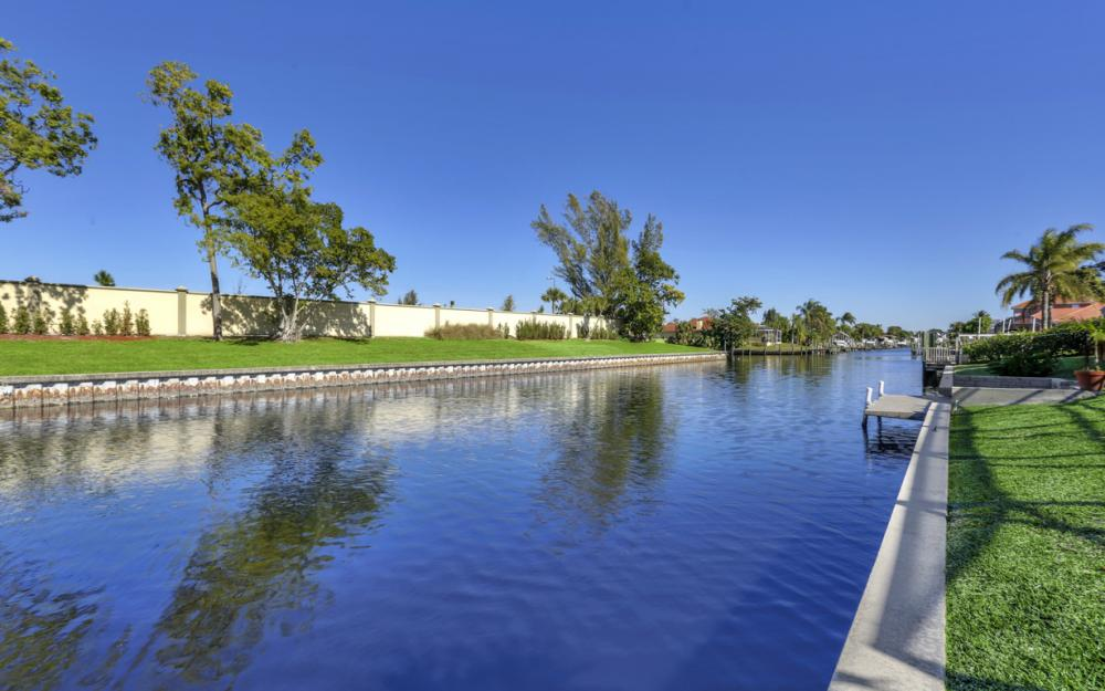 1827 SE 26th Ter, Cape Coral - Home For Sale 134041231