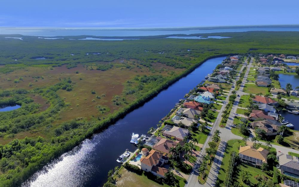 2530 El Dorado Pkwy W, Cape Coral - Home For Sale 1088816703