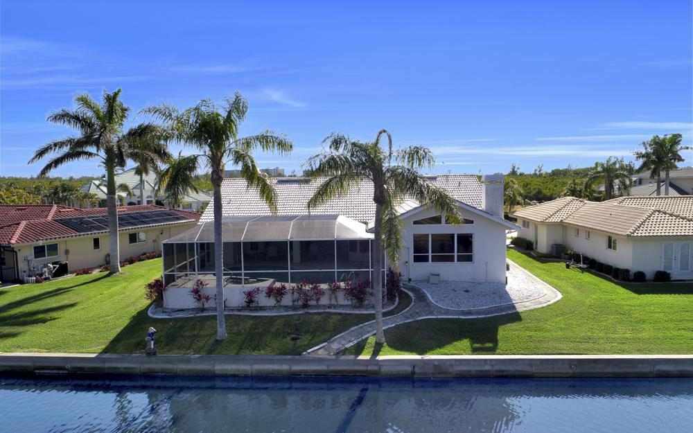 14700 Eden St. Fort Myers - Home For Sale 72619187