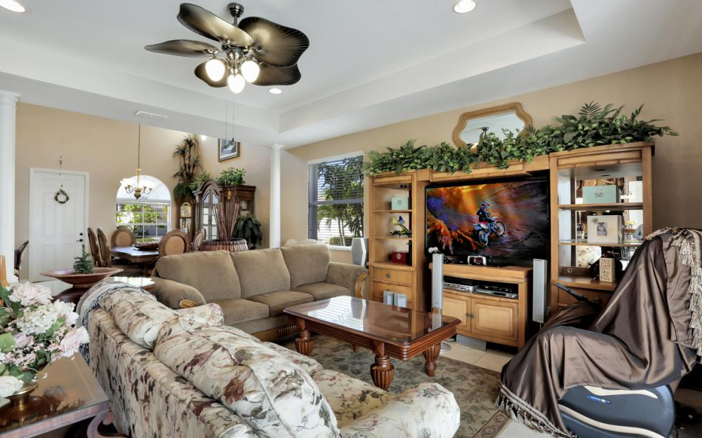 2677 Sunset Lake Dr, Cape Coral - Home For Sale 688081958