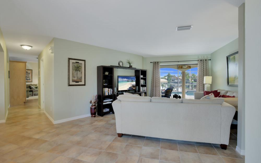 2124 SW 49th Ter, Cape Coral - Home For Sale 98753236