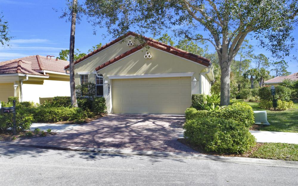 1957 Tarpon Bay Dr N, Naples - Home For Sale 2094432463