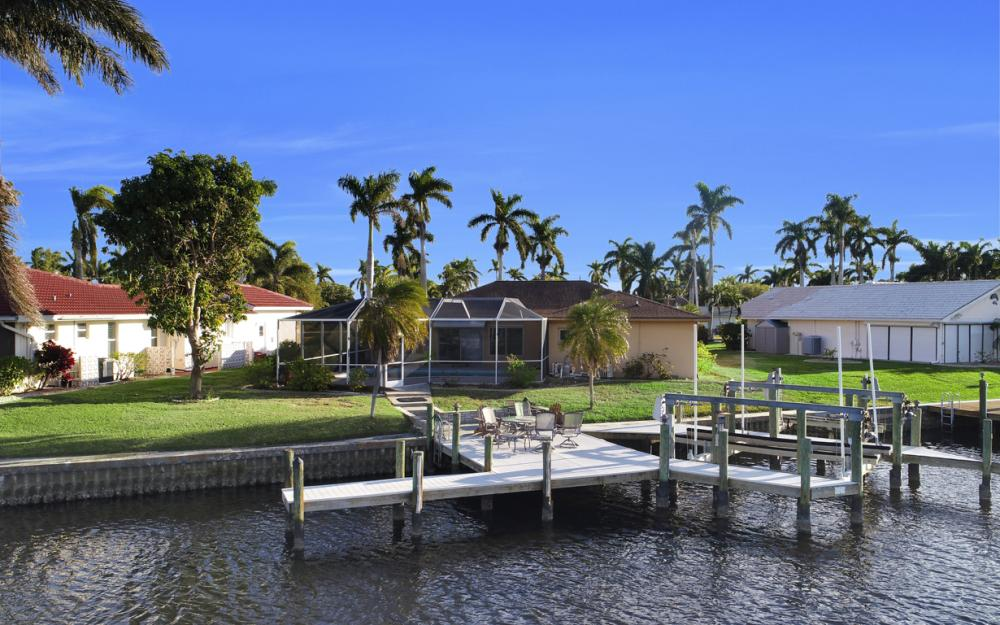 119 Bayshore Dr, Cape Coral - Home For Sale 1450483300