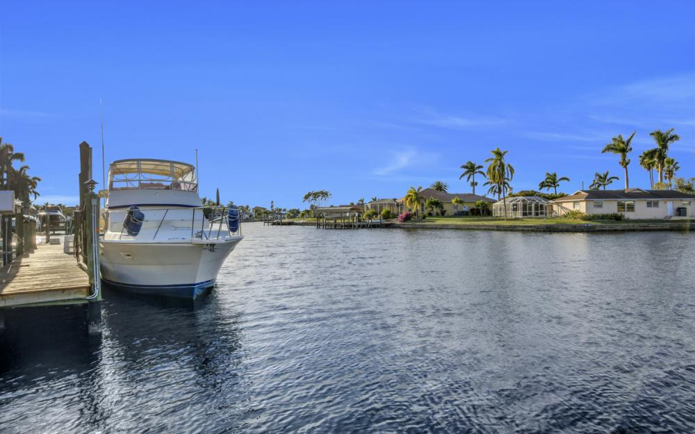 119 Bayshore Dr, Cape Coral - Home For Sale 413586288