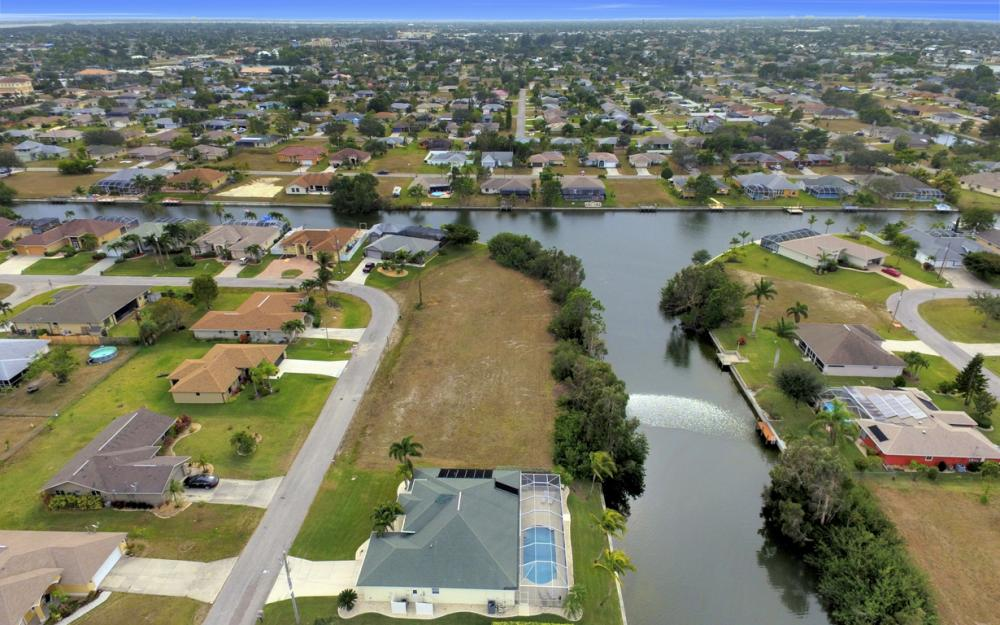 236 NE 14th Ave, Cape Coral - Home For Sale 252502363