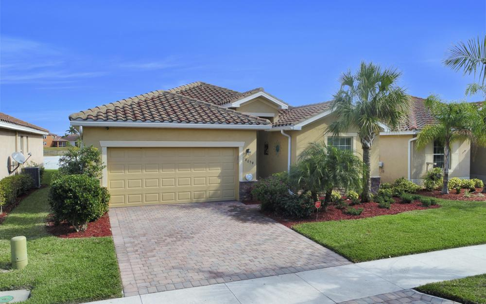 8654 Pegasus Dr, Lehigh Acres - Home For Sale 376314109