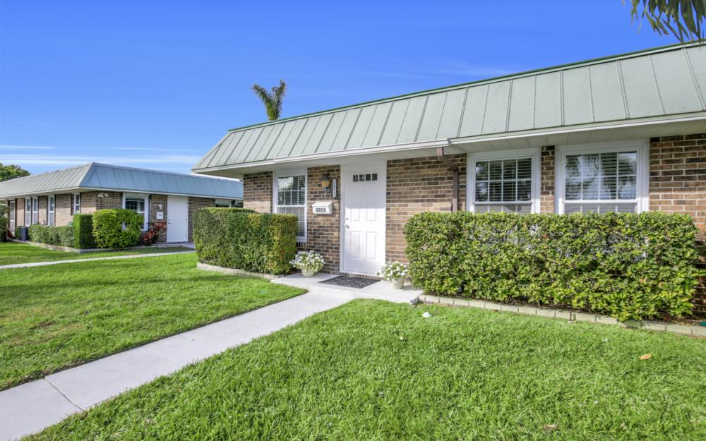 2852 Arbutus St, Naples - Home For Sale 16302027