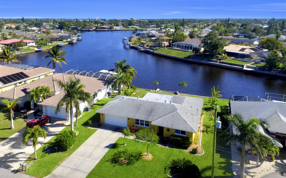 2809 SE 10th Ave, Cape Coral - Home For Sale 418453479