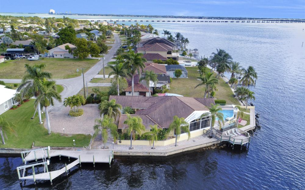 2402 SE 28th St, Cape Coral - Home For Sale 503223899
