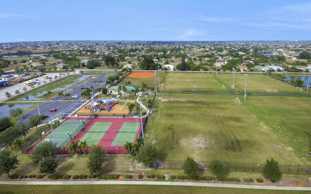 400 SW 29th Ave, Cape Coral - Home For Sale 836608899