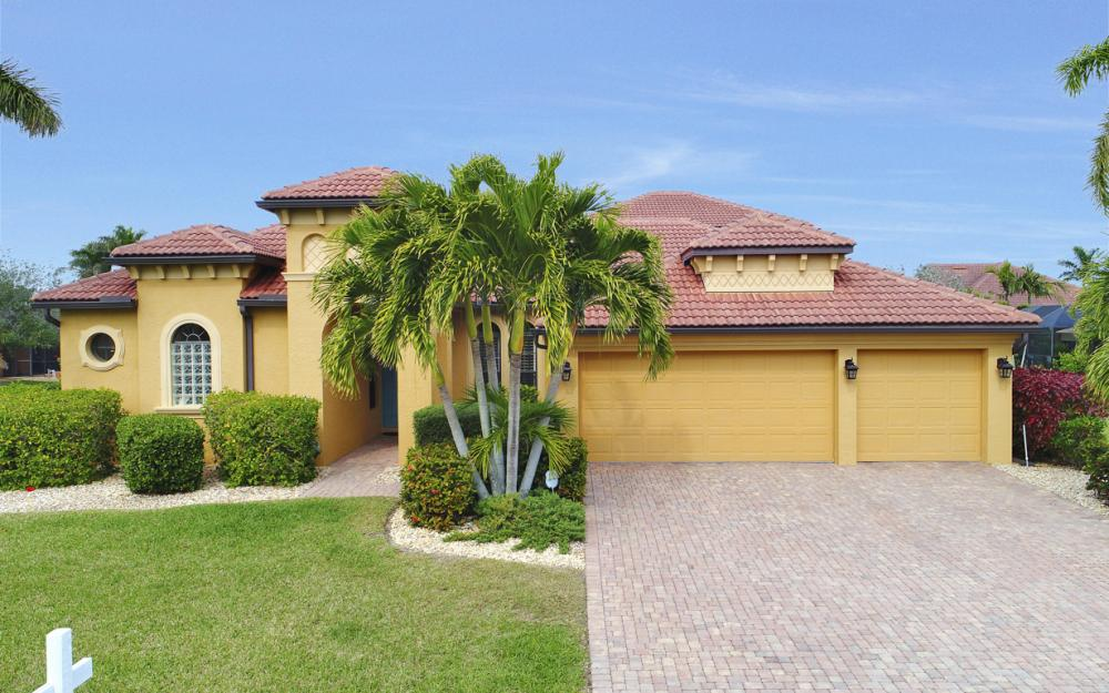 2211 SW 52nd Ln, Cape Coral - Home For Sale 1480050134