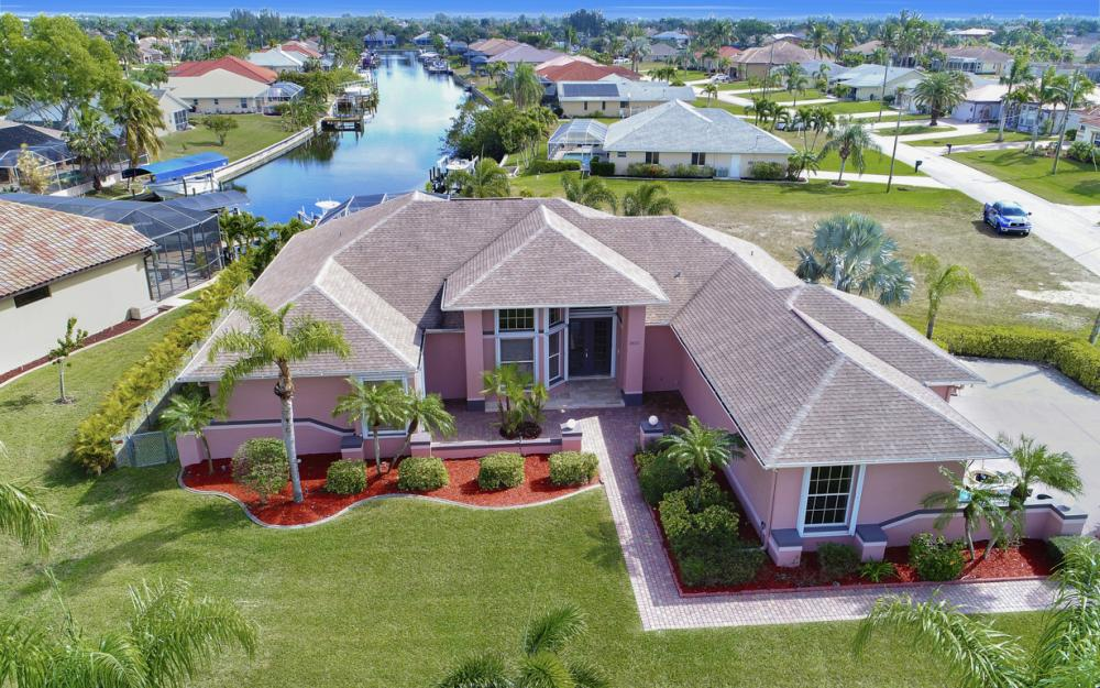 3815 Surfside Blvd, Cape Coral - Home For Sale 119999543