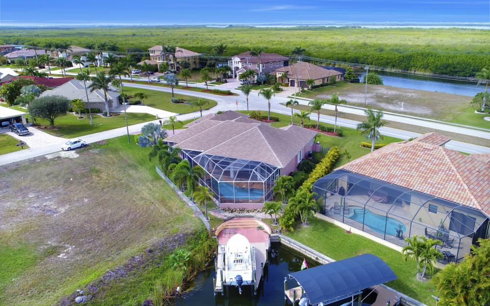 3815 Surfside Blvd, Cape Coral - Home For Sale 810152679