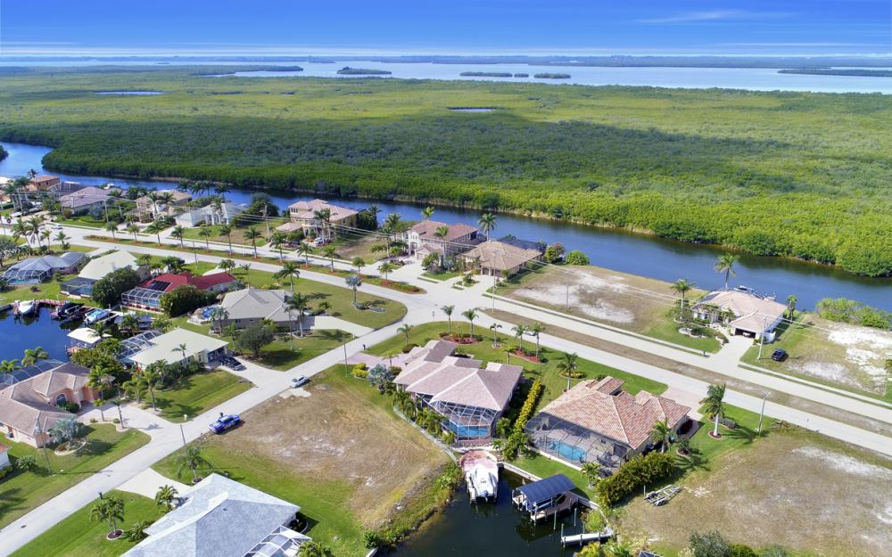 3815 Surfside Blvd, Cape Coral - Home For Sale 570363556
