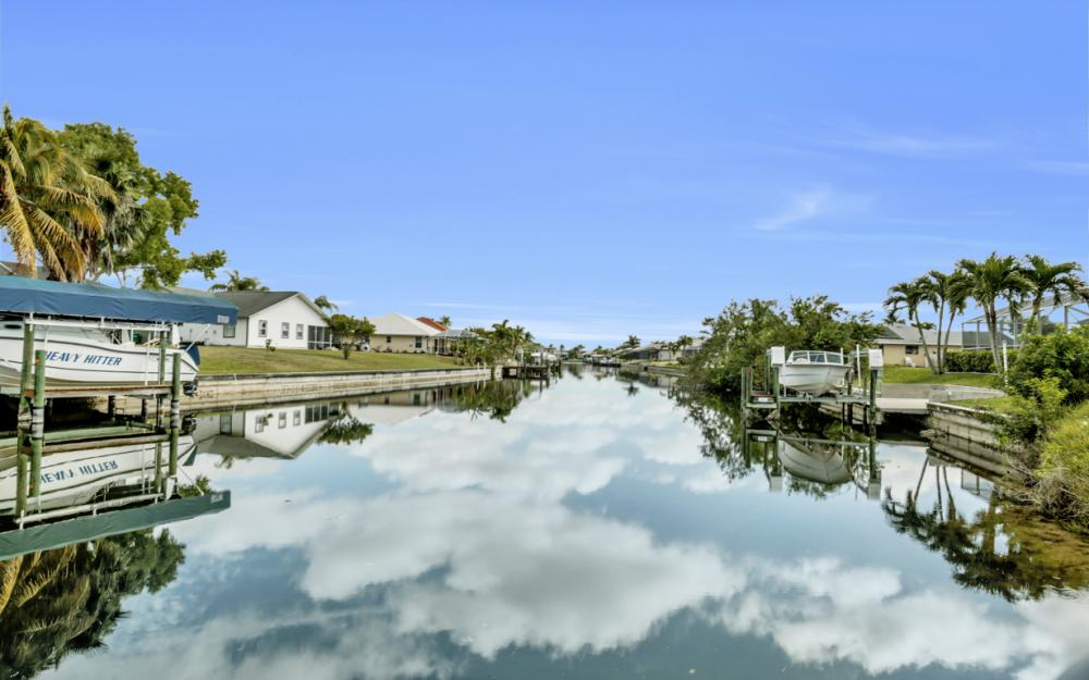 3815 Surfside Blvd, Cape Coral - Home For Sale 726435437