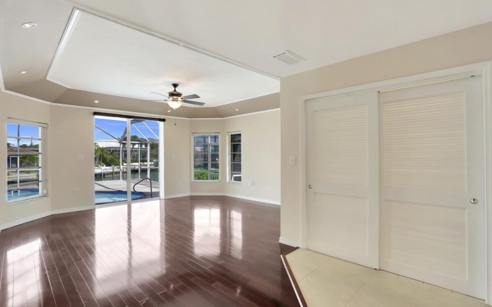 335 Cottage Ct, Marco Island - Home For Sale 1057553480