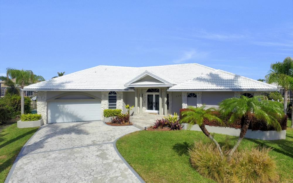 335 Cottage Ct, Marco Island - Home For Sale 1209390423