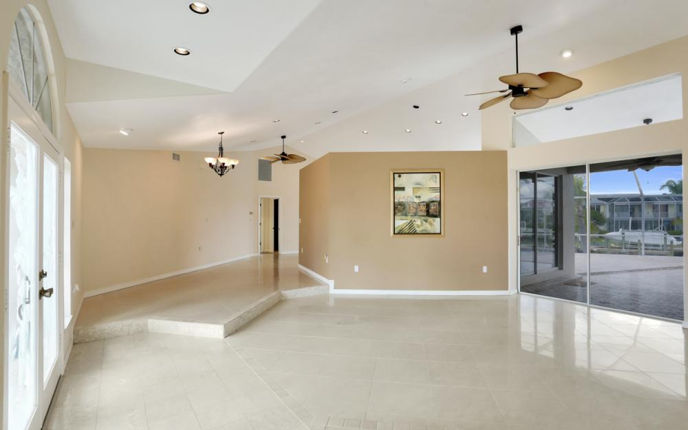 335 Cottage Ct, Marco Island - Home For Sale 758039385