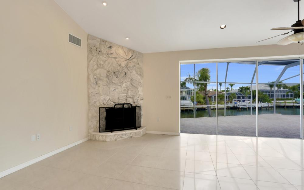 335 Cottage Ct, Marco Island - Home For Sale 2053808621