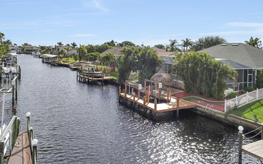 2033 SE 28th St, Cape Coral - Home For Sale 324182648