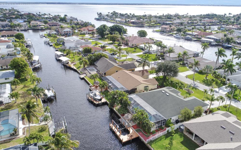2033 SE 28th St, Cape Coral - Home For Sale 499483537