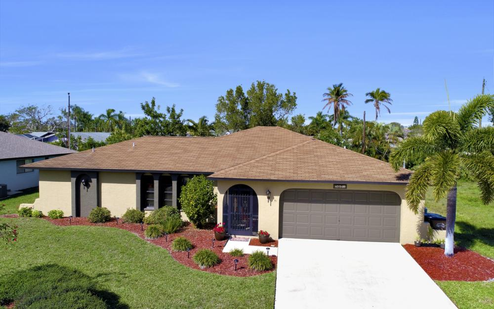 707 Wildwood Pkwy, Cape Coral - Home For Sale 1925761841