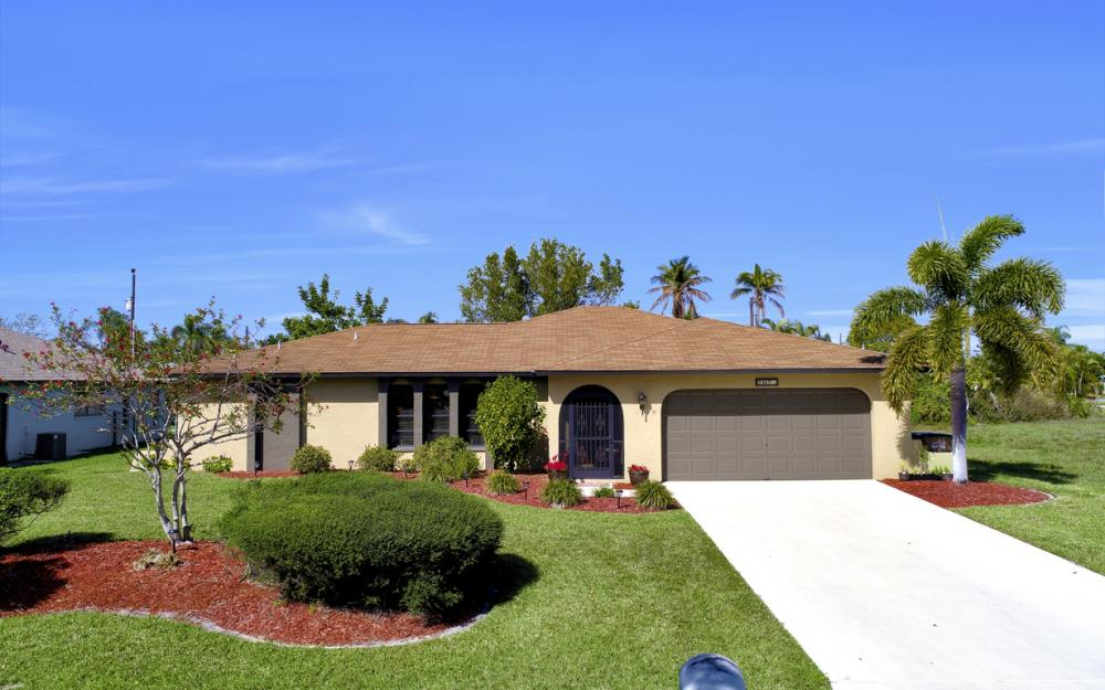 707 Wildwood Pkwy, Cape Coral - Home For Sale 555248121