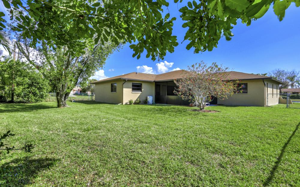 707 Wildwood Pkwy, Cape Coral - Home For Sale 1374997753