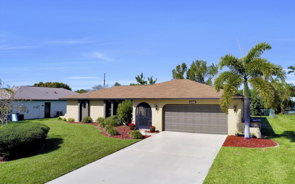707 Wildwood Pkwy, Cape Coral - Home For Sale 2065889304