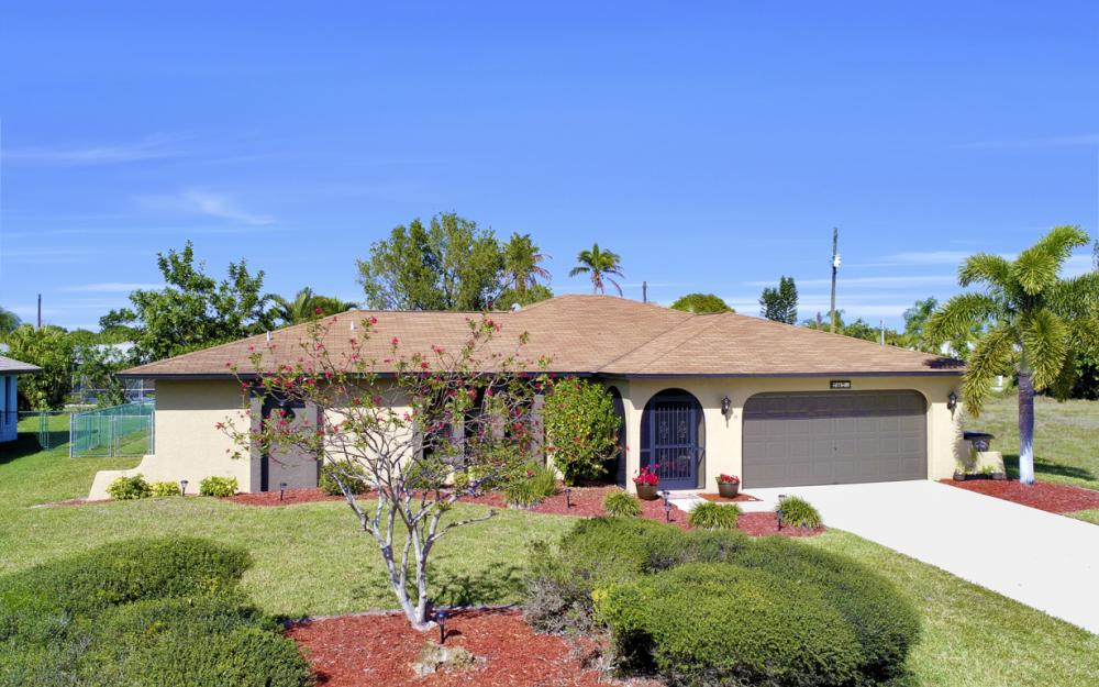 707 Wildwood Pkwy, Cape Coral - Home For Sale 1317628853