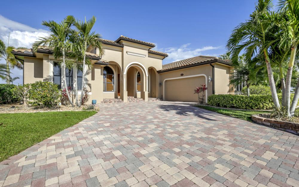 11842 Royal Tee Cir, Cape Coral - Home For Sale 919449081