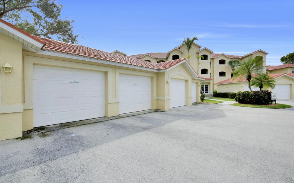 4650 Yacht Harbor Dr #122, Naples - Condo For Sale 19187708